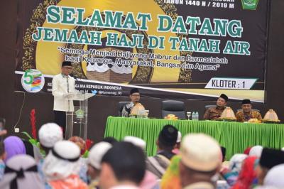 Suasana Haru Sambut Kepulangan Jamaah Haji Kloter 1 Makassar