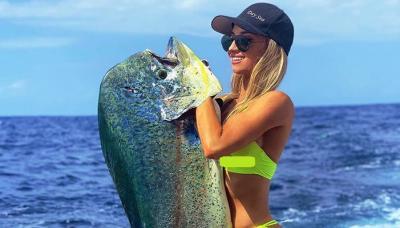 Emily Riemer, Pemancing Terseksi di Dunia yang Selalu Beraksi Pakai Bikini