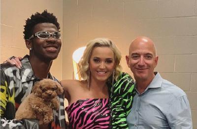 Didemo Karyawan, Bos Amazon Justru Hadir Bersama Katy Perry