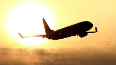 Gara-Gara Pakai Kaki untuk Ganti Flight Entertaiment di Pesawat, Pria Ini Jadi Viral