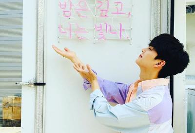 5 Pesona Aktor Tampan Song Kang, Pemeran Love Alarm