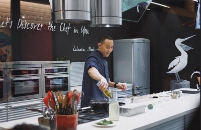 Pergi ke Luar Negeri, Chef Yuda Bastara Sering Bekal Bahan Masakan Sendiri