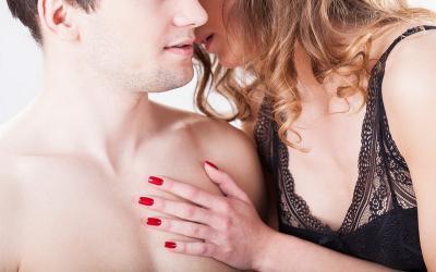 Girls, Saat Bercinta Laki-Laki Paling Suka Dibisiki Kata-Kata Nakal Ini