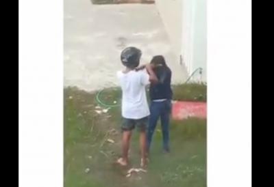 Heboh Video Pria Berhelm Kasari Perempuan