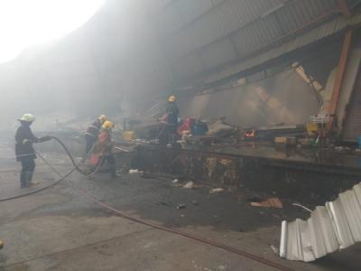 Gudang Stok Barang Minimarket di Tangerang Ludes Terbakar