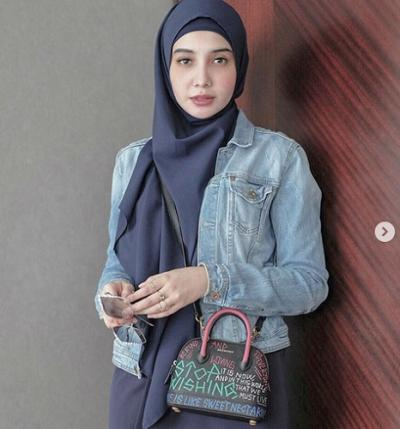 Padu Padan Jeans ala 4 Hijabers Ternama Ini Bikin Kamu Tampil Stylish