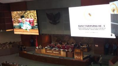 Rapat Paripurna dan Bangku Kosong, BPK Serahkan IHPS I 2019 ke DPR