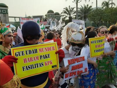 Massa Pro dan Kontra Pengesahan Revisi UU KPK Demo di DPR