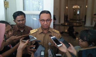 Diminta Menteri PUPR, Anies Akan Jelaskan soal Izin PKL di Trotoar