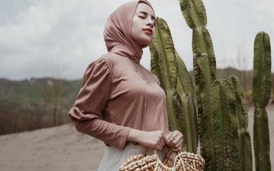 Tampil Classy dengan Rok Tutu, Ini 5 Inspirasi Hijab ala Aghnia Punjabi