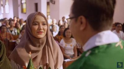 Kontroversi Film The Santri, Bagaimana Hukum Muslim Masuk Gereja?