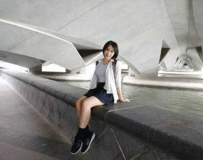 Terjun Jadi Model Gravure Indonesia, Lola Zieta Sempat Depresi