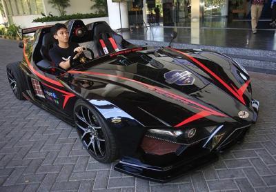 Ada Mobil Batman Dalam Konvoi Kendaraan Listrik di Jakarta