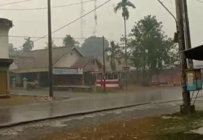 Jambi Akhirnya Diguyur Hujan Setelah Dikepung Kabut Asap