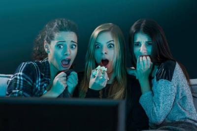 Menonton Film Horor dan Komedi Percepat Munculnya Tanda Penuaan, Kok Bisa?