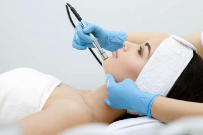 Hilangkan Jerawat di Wajah dengan Perawatan Berlian, Efeknya Glowing Tanpa Pori-Pori
