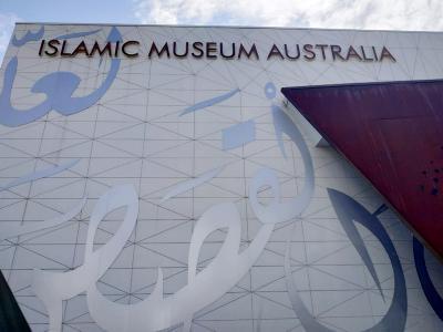 Cerita Manusia Burung dan Patung Jihad di Museum Islam Australia