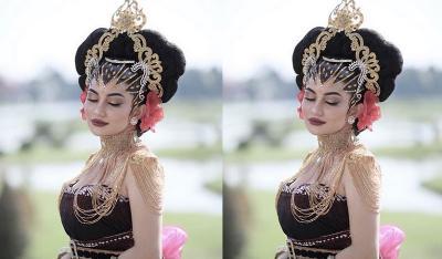 Tampil Seksi dengan Busana Jawa, Ariel Tatum Disebut Mirip Kylie Jenner