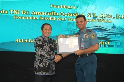 Berikan Kuliah Umum di ITB, Komandan Seskoal Bahas Teknologi Angkatan Laut Modern