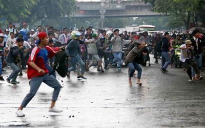 Bawa Senjata Tajam, Puluhan Orang Serang Gedung SMK di Depok
