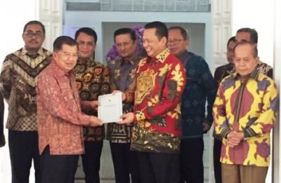 Pimpinan MPR Sambangi Rumah JK, Beri Undangan Pelantikan Jokowi-Ma'ruf