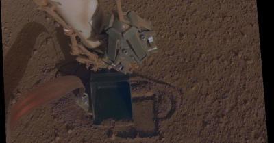 Ini Pemandangan Robot NASA InSight Ngebor Tanah Mars