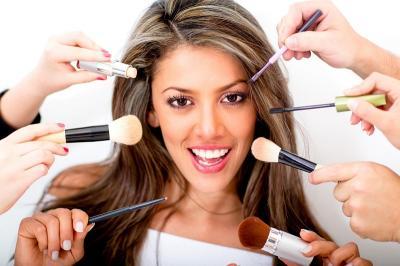 Bukan Bedak, Ini 5 Kosmetik yang Paling Banyak Diburu Perempuan Modern