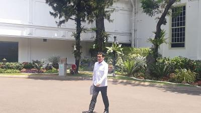 Nadiem Makarim hingga Erick Thohir Bawa Map Usai Temui Jokowi, Apa Isinya?