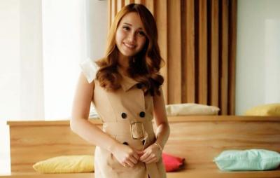 Ayu Ting Ting Pamer Photoshoot Seksi, Netizen: Mirip J-Lo Waktu Muda