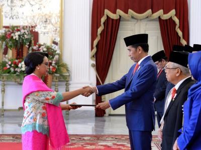 5 Gaya Menteri Perempuan saat Dilantik Jokowi, Retno Marsudi Paling Nyentrik!