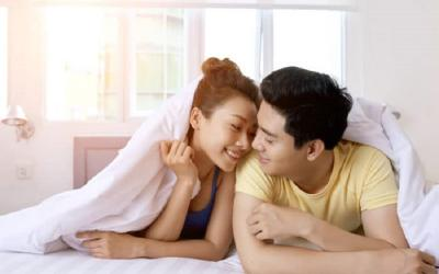 5 Alasan Pasutri Perlu Bercinta di Pagi Hari, Jangan Takut Loyo Ngantor!