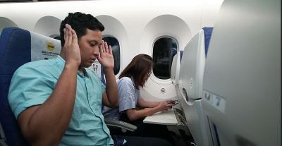 5 Tata Cara Salat di Pesawat Terbang, Enggak Repot untuk Dipraktikkan