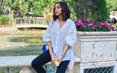 Bikini Summer Style ala Kirana Larasati, Pemandangan Indah di Pinggir Kolam Renang