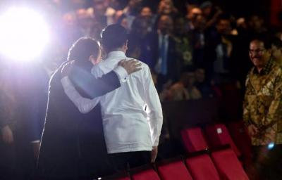 Makna Pelukan dan Rangkulan dengan Surya Paloh Menurut Jokowi