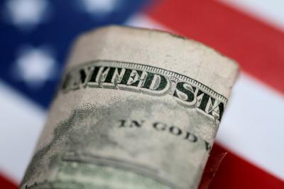 Dolar Naik Tipis Usai Pernyataan Trump soal Perang Dagang 'Abu-Abu'