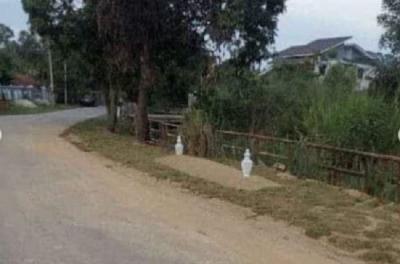 Viral Kuburan Palsu Bikin Orang Jera Buang Sampah Sembarangan, Netizen: Tinggal Tambahin Sesajen