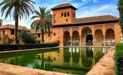 Cantiknya Arsitektur Islam Bisa Disaksikan dalam 5 Bangunan Indah Ini!