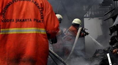 Kebakaran Melanda Rumah Tinggal di Kompleks Asrama Polisi Kemayoran