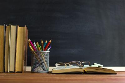 Aksi-Aksi Nekat di Kelas, Ibu Guru Cantik Bikin Deg-degan
