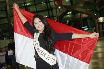 Bertolak ke London untuk Miss World 2019, Princess Megonondo: Saya Siap Berikan yang Terbaik