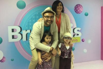 Rayakan Ulang Tahun Anak, Surya Saputra dan Cynthia Lamusu Hadiahi Lagu