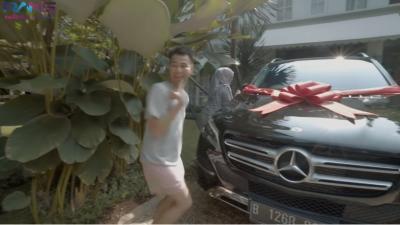 Deretan Mobil Mahal yang Dibeli 3 Artis Indonesia untuk Orang Tuanya