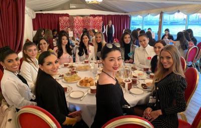 Serunya Kontestan Miss World 2019 Keliling Inggris hingga Ngeteh Cantik