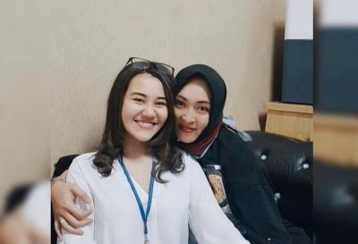 Meski Sibuk, Aaliyah Massaid Tetap Jenguk Angelina Sondakh di Tahanan