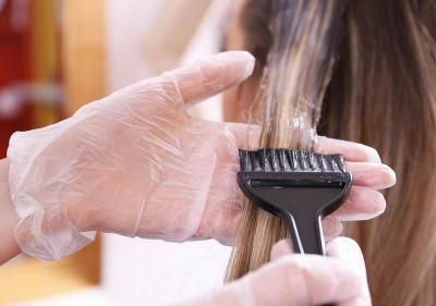 Tak Hanya Mewarnai, Meluruskan Rambut Tingkatkan Risiko Kanker Payudara