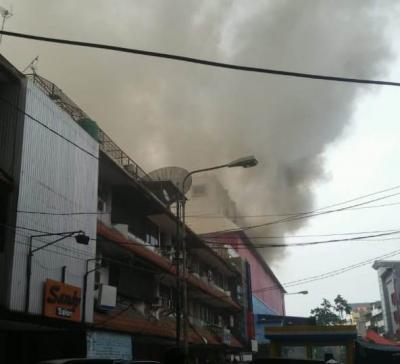 Mal Lokasari Plaza Terbakar, 24 Mobil Damkar Dikerahkan