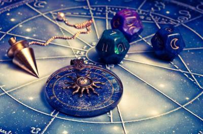 3 Zodiak yang Bakal Tajir di 2020, Berdoa Aja Pacarmu Masuk