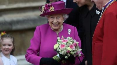 Proses Rumit Memilih Baju Perayaan Natal Ratu Elizabeth, Haram Hukumnya kalau Kembaran