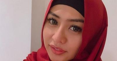 Biasa Tampil Seksi, Model Dewasa Jelly Jelo Berhijab