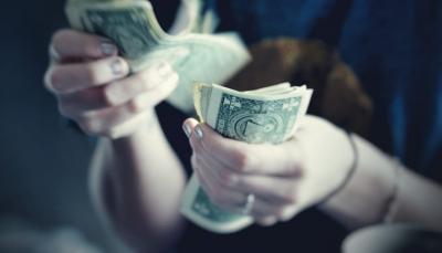 Indeks Dolar Melemah Usai The Fed Tahan Suku Bunga